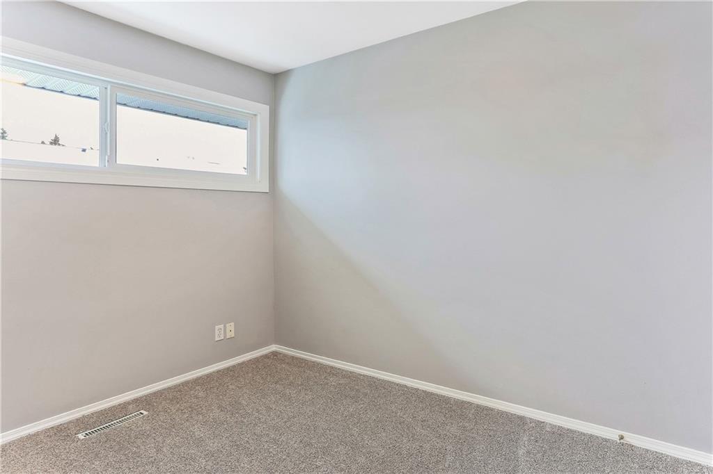 Photo 22: Photos: 662 REGAL Park NE in Calgary: Renfrew Row/Townhouse for sale : MLS®# C4210366