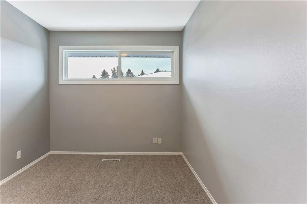 Photo 23: Photos: 662 REGAL Park NE in Calgary: Renfrew Row/Townhouse for sale : MLS®# C4210366