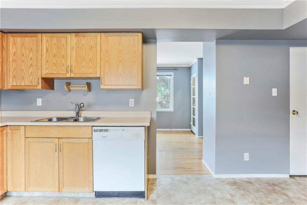 Photo 15: Photos: 662 REGAL Park NE in Calgary: Renfrew Row/Townhouse for sale : MLS®# C4210366