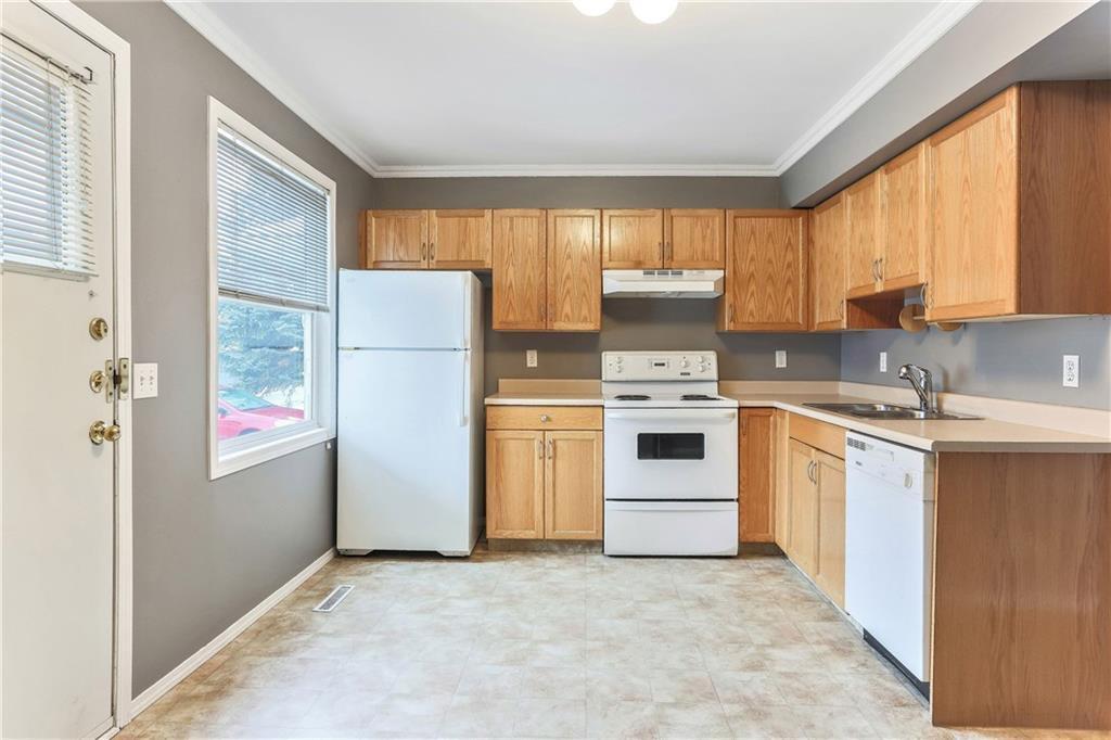 Photo 11: Photos: 662 REGAL Park NE in Calgary: Renfrew Row/Townhouse for sale : MLS®# C4210366