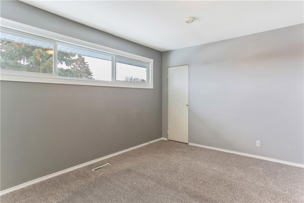 Photo 18: Photos: 662 REGAL Park NE in Calgary: Renfrew Row/Townhouse for sale : MLS®# C4210366