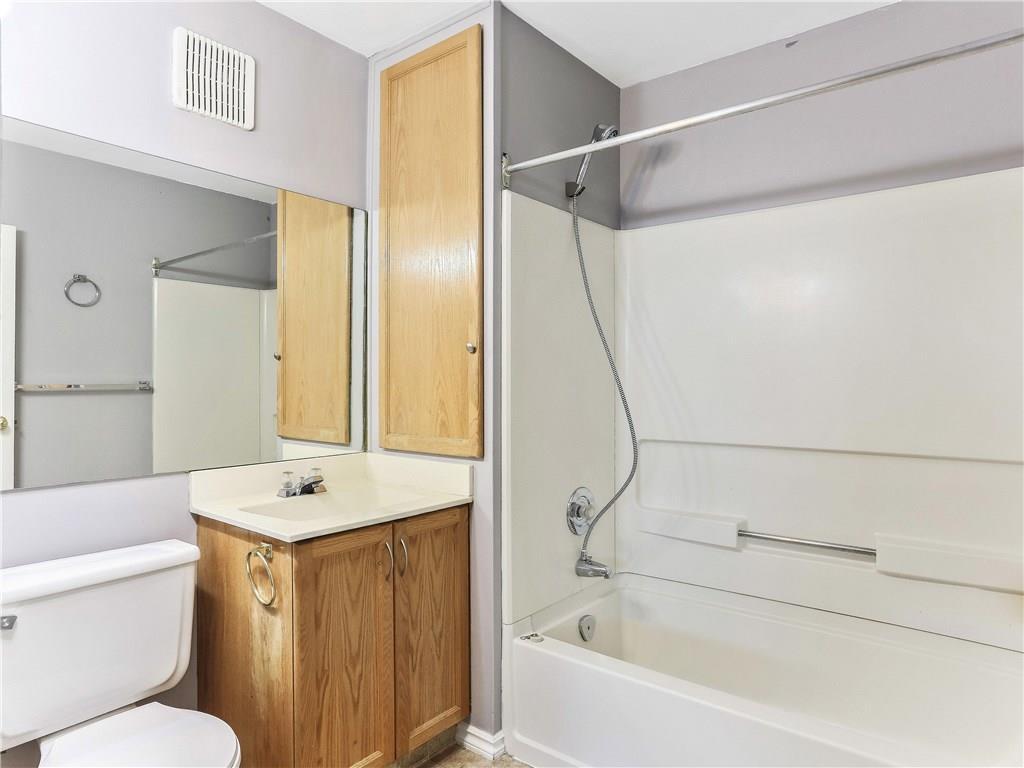 Photo 17: Photos: 662 REGAL Park NE in Calgary: Renfrew Row/Townhouse for sale : MLS®# C4210366