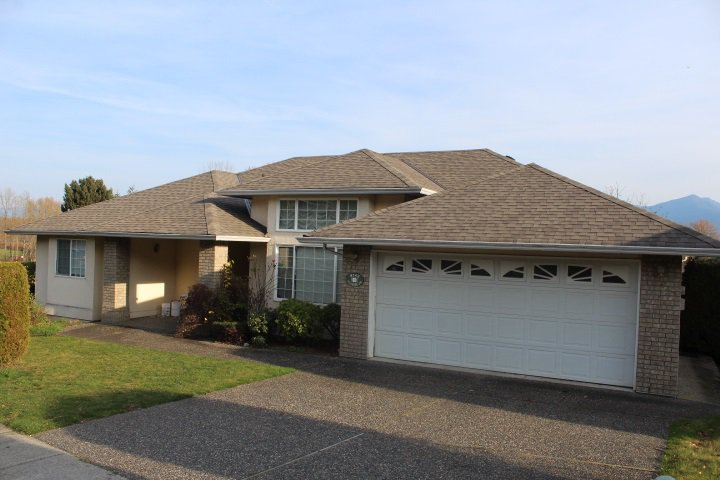 Main Photo: 8742 SUNRISE Drive in Chilliwack: Chilliwack Mountain House for sale : MLS®# R2324304
