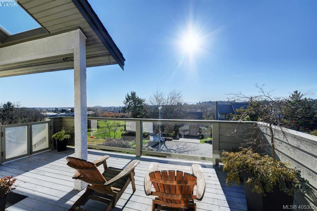 Main Photo: 1298 Ocean View Road in VICTORIA: SE Cedar Hill Single Family Detached for sale (Saanich East)  : MLS®# 405305