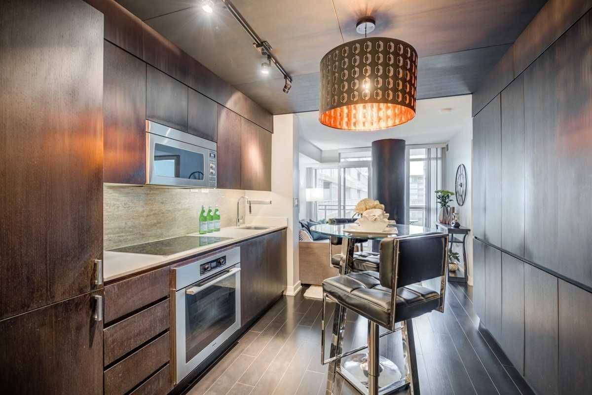Photo 4: Photos: 723 10 Capreol Court in Toronto: Waterfront Communities C1 Condo for sale (Toronto C01)  : MLS®# C4477531