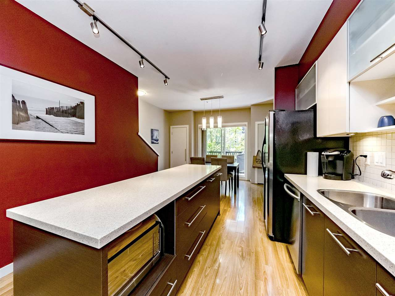 "Photo 3: Photos: 20 550 BROWNING Place in North Vancouver: Seymour NV Townhouse for sale in ""TANAGER"" : MLS®# R2383492"