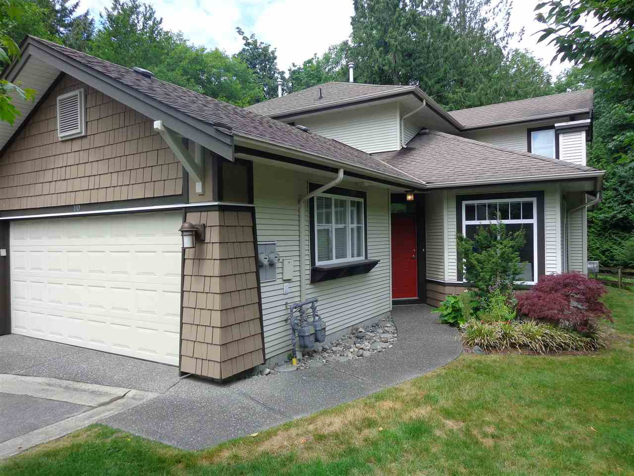 """Photo 1: Photos: 10 8588 168A Street in Surrey: Fleetwood Tynehead Townhouse for sale in """"The Brookstone"""" : MLS®# R2384013"""