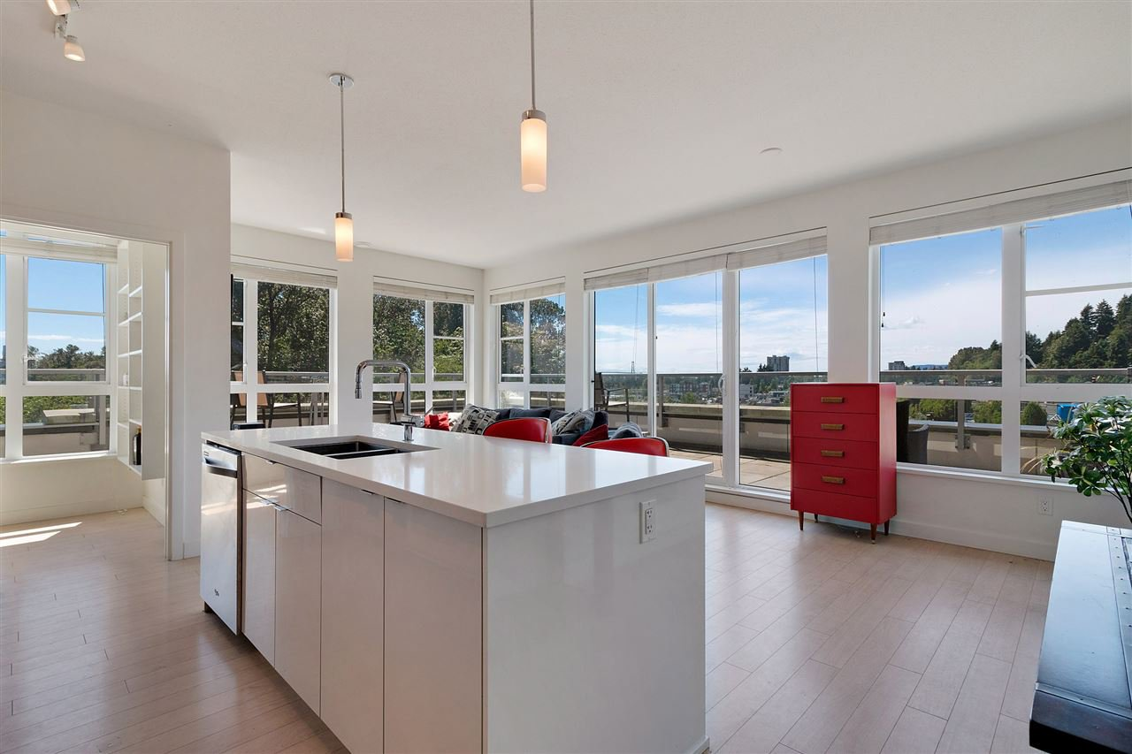 """Main Photo: 505 1621 HAMILTON Avenue in North Vancouver: Mosquito Creek Condo for sale in """"HEYWOOD ON THE PARK"""" : MLS®# R2407129"""