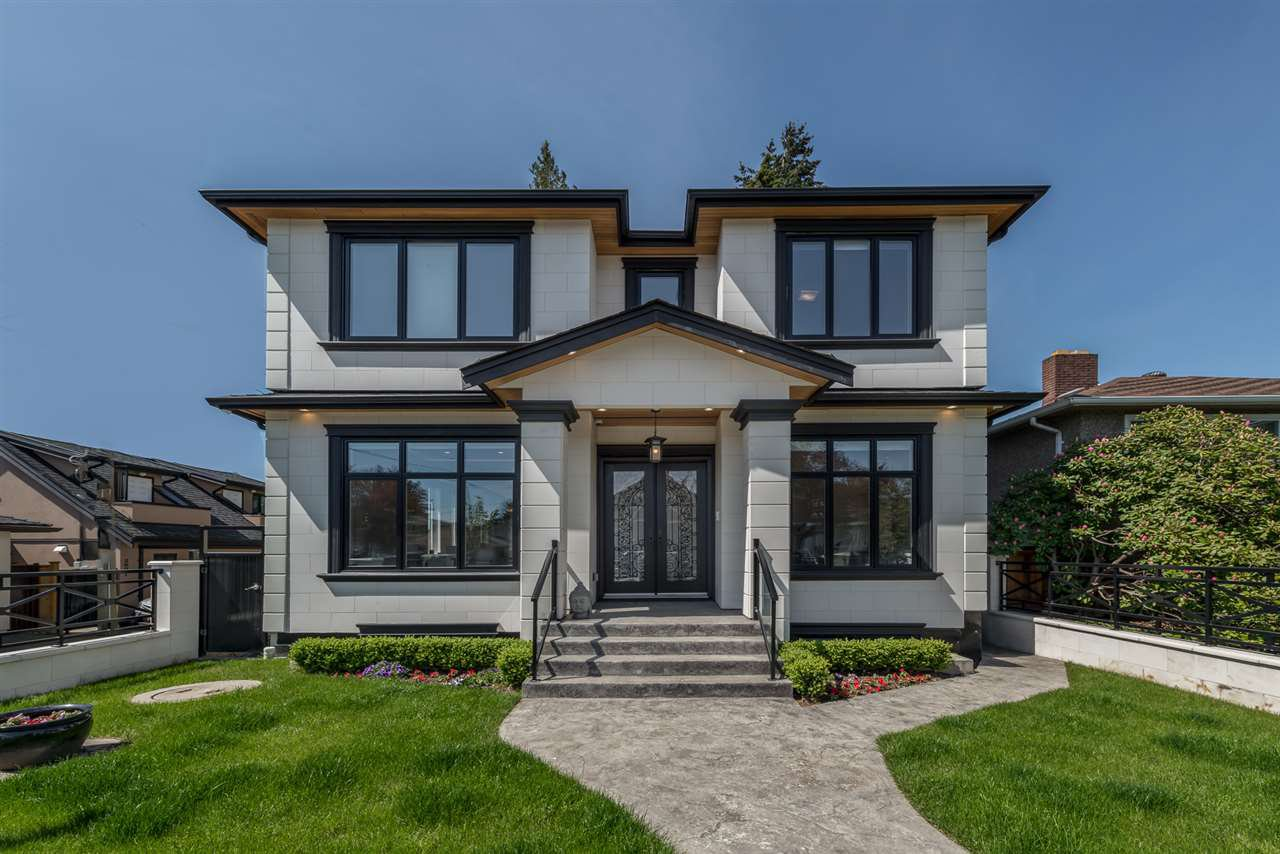 "Main Photo: 6977 RALEIGH Street in Vancouver: Killarney VE House for sale in ""Killarney"" (Vancouver East)  : MLS®# R2468200"