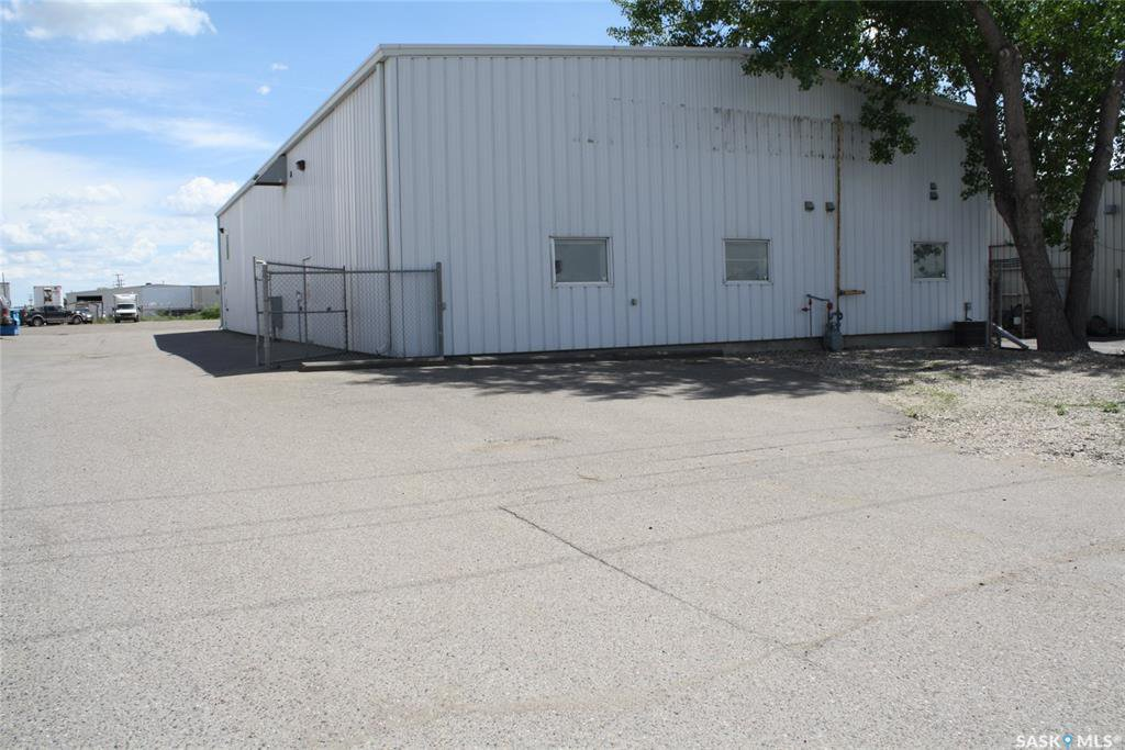 Main Photo: 213 McDonald Street North in Regina: Ross Industrial Commercial for lease : MLS®# SK823481
