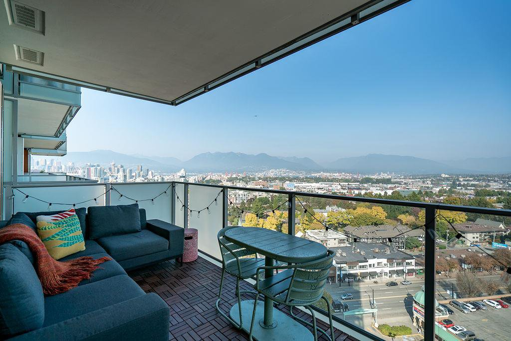 "Main Photo: 1705 285 E 10TH Avenue in Vancouver: Mount Pleasant VE Condo for sale in ""The Independent"" (Vancouver East)  : MLS®# R2505376"
