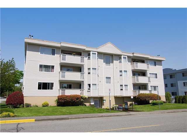 "Main Photo: 304 22213 SELKIRK Avenue in Maple Ridge: West Central Condo for sale in ""CAMBRIDGE HOUSE"" : MLS®# V889874"