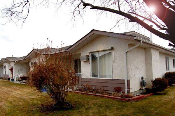 Photo 1: Photos: 9-10505 Quinpool Road in Summerland: Main Town Residential Attached for sale : MLS®# 135809