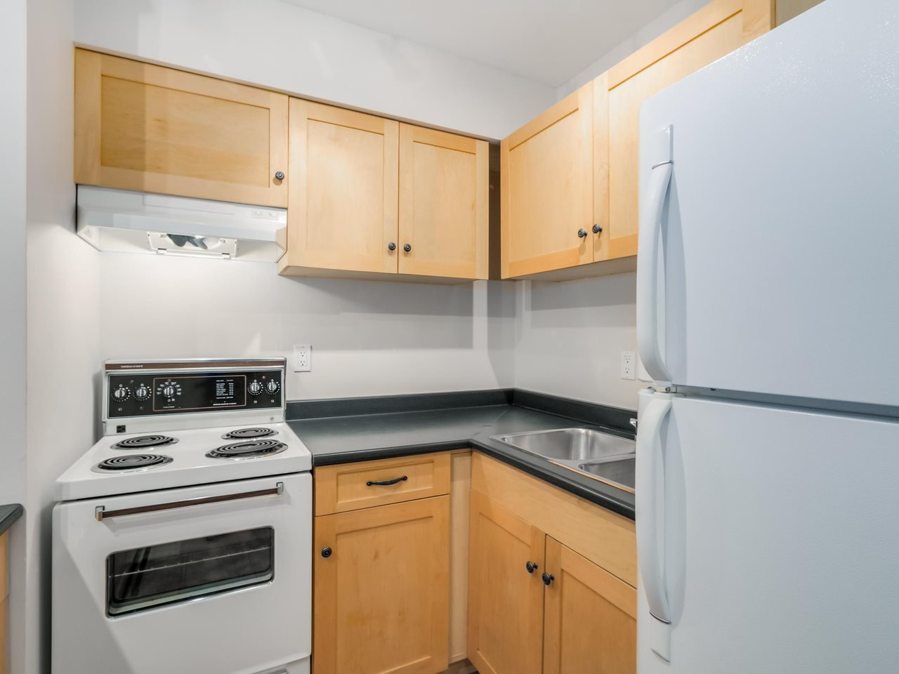 """Photo 10: Photos: 207 1545 E 2ND Avenue in Vancouver: Grandview VE Condo for sale in """"TALISHAN WOODS"""" (Vancouver East)  : MLS®# R2086466"""