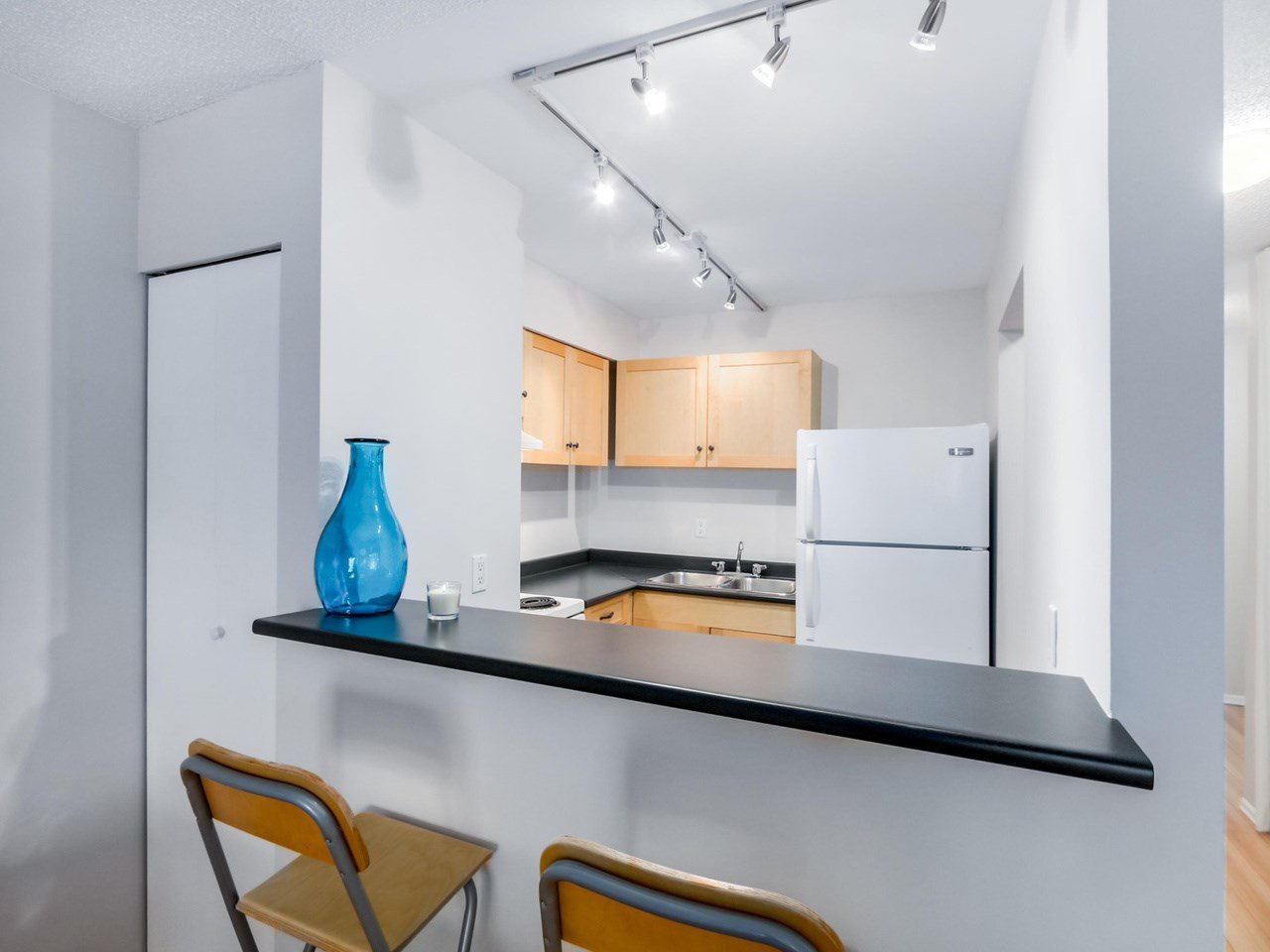 """Photo 12: Photos: 207 1545 E 2ND Avenue in Vancouver: Grandview VE Condo for sale in """"TALISHAN WOODS"""" (Vancouver East)  : MLS®# R2086466"""