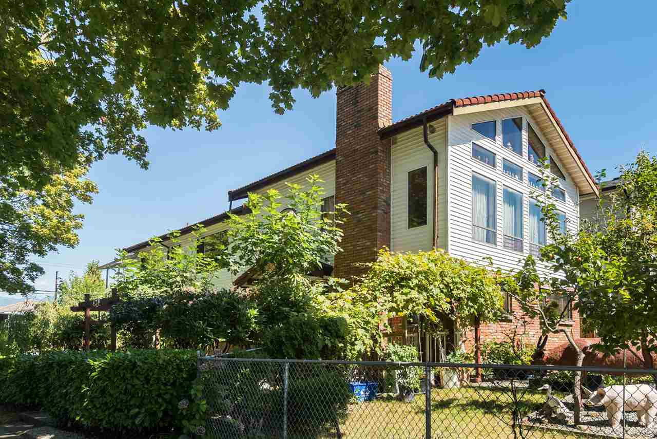 Main Photo: 424 N KAMLOOPS Street in Vancouver: Hastings East House for sale (Vancouver East)  : MLS®# R2102012
