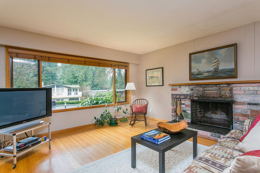 Photo 4: Photos: 1561 MERLYNN Crescent in North Vancouver: Westlynn House for sale : MLS®# R2143855