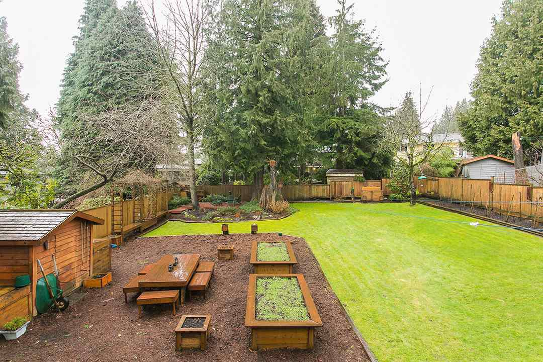 Photo 18: Photos: 1561 MERLYNN Crescent in North Vancouver: Westlynn House for sale : MLS®# R2143855