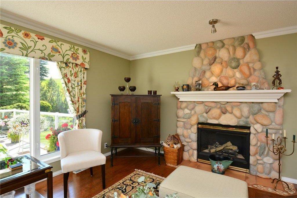 Photo 9: Photos: 52 GLENEAGLES View: Cochrane House for sale : MLS®# C4125774