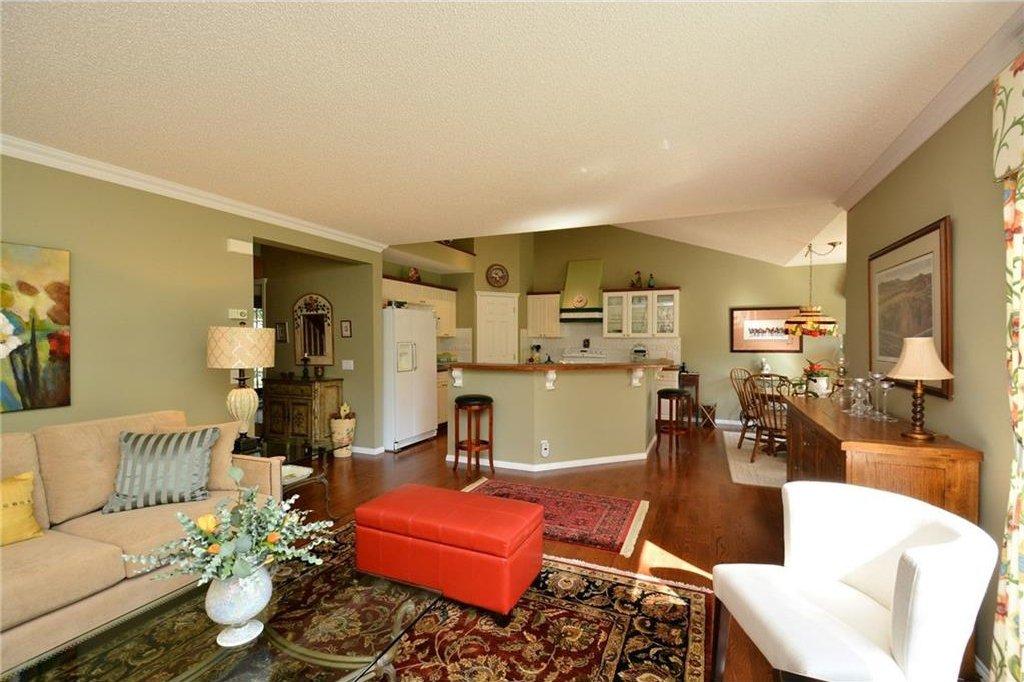 Photo 7: Photos: 52 GLENEAGLES View: Cochrane House for sale : MLS®# C4125774