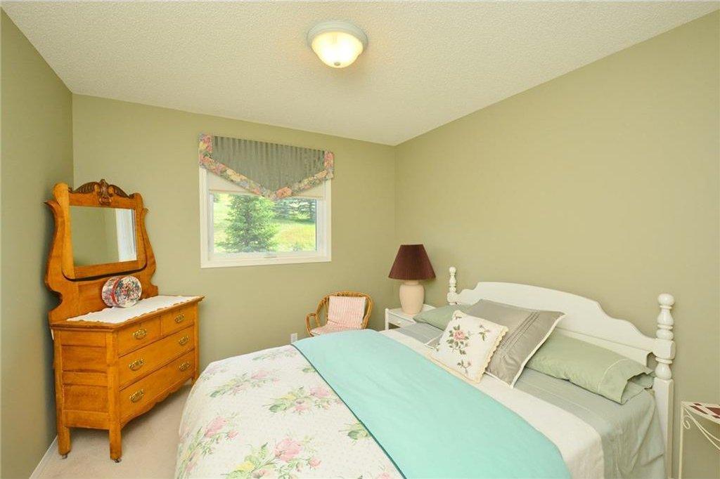 Photo 31: Photos: 52 GLENEAGLES View: Cochrane House for sale : MLS®# C4125774