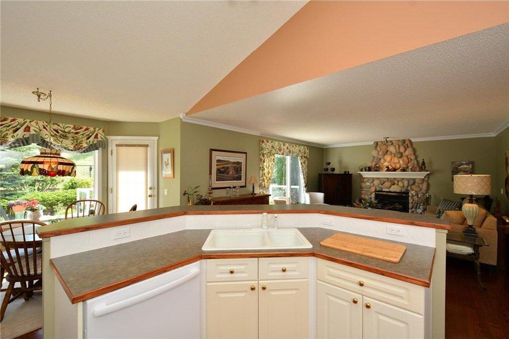 Photo 15: Photos: 52 GLENEAGLES View: Cochrane House for sale : MLS®# C4125774