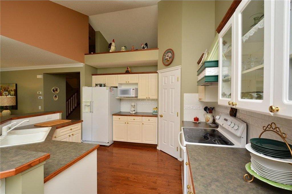 Photo 11: Photos: 52 GLENEAGLES View: Cochrane House for sale : MLS®# C4125774