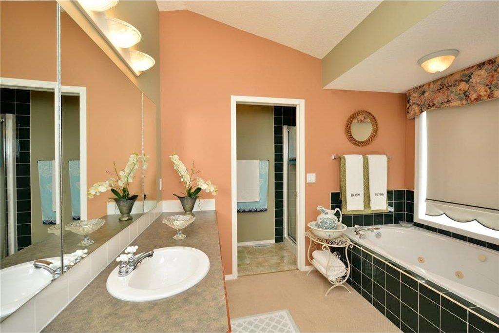 Photo 26: Photos: 52 GLENEAGLES View: Cochrane House for sale : MLS®# C4125774