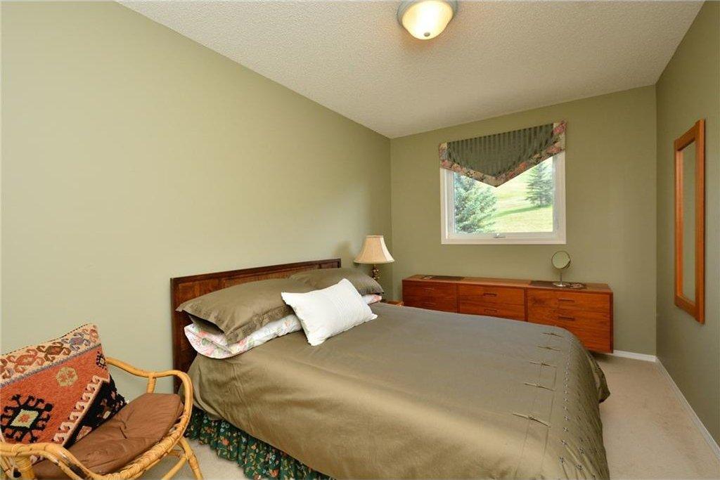 Photo 29: Photos: 52 GLENEAGLES View: Cochrane House for sale : MLS®# C4125774