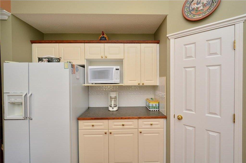 Photo 12: Photos: 52 GLENEAGLES View: Cochrane House for sale : MLS®# C4125774