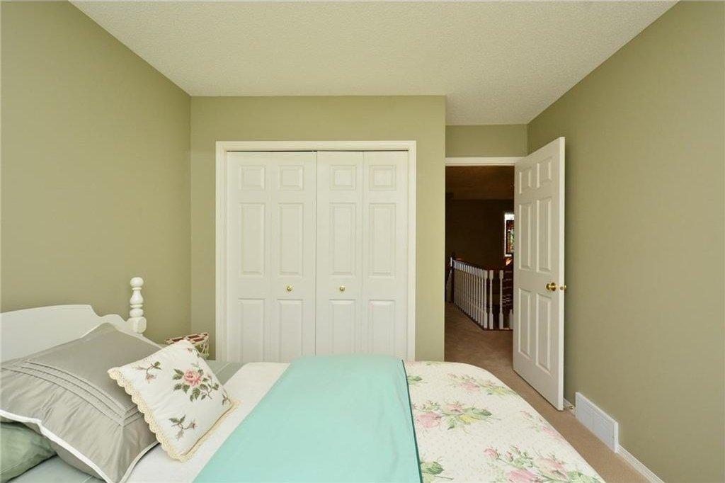 Photo 32: Photos: 52 GLENEAGLES View: Cochrane House for sale : MLS®# C4125774