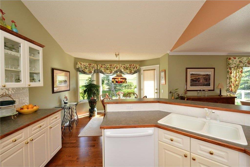Photo 14: Photos: 52 GLENEAGLES View: Cochrane House for sale : MLS®# C4125774