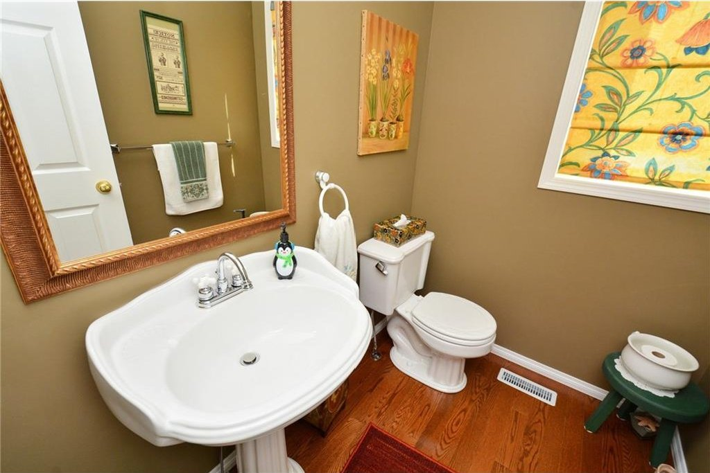 Photo 22: Photos: 52 GLENEAGLES View: Cochrane House for sale : MLS®# C4125774