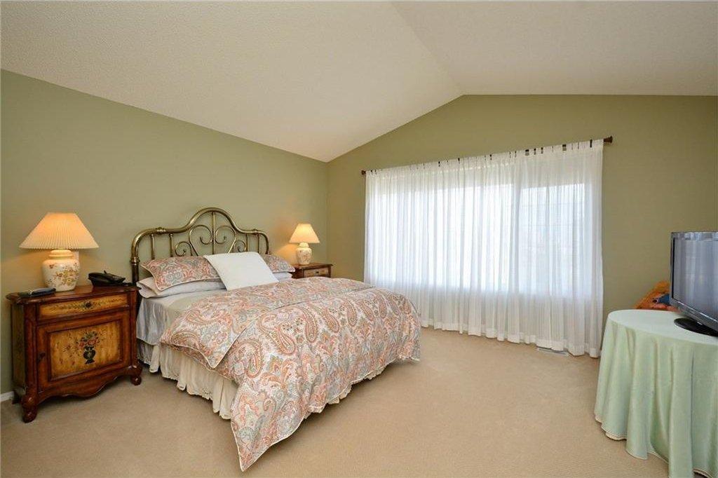 Photo 23: Photos: 52 GLENEAGLES View: Cochrane House for sale : MLS®# C4125774