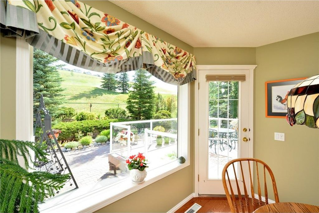 Photo 18: Photos: 52 GLENEAGLES View: Cochrane House for sale : MLS®# C4125774