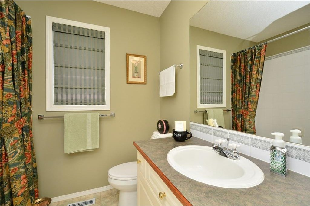 Photo 30: Photos: 52 GLENEAGLES View: Cochrane House for sale : MLS®# C4125774
