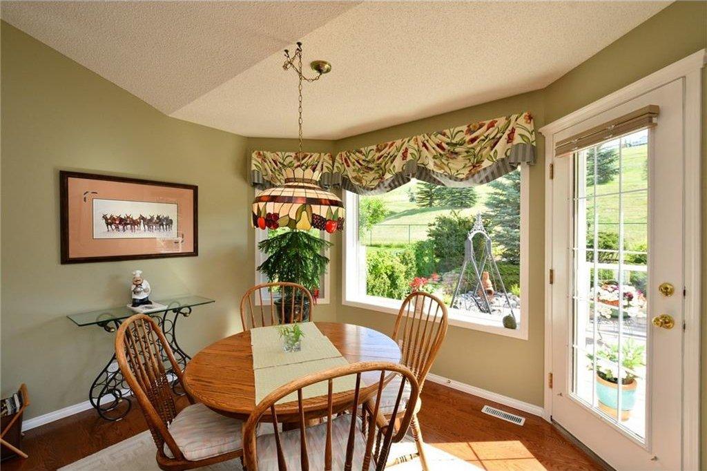 Photo 16: Photos: 52 GLENEAGLES View: Cochrane House for sale : MLS®# C4125774