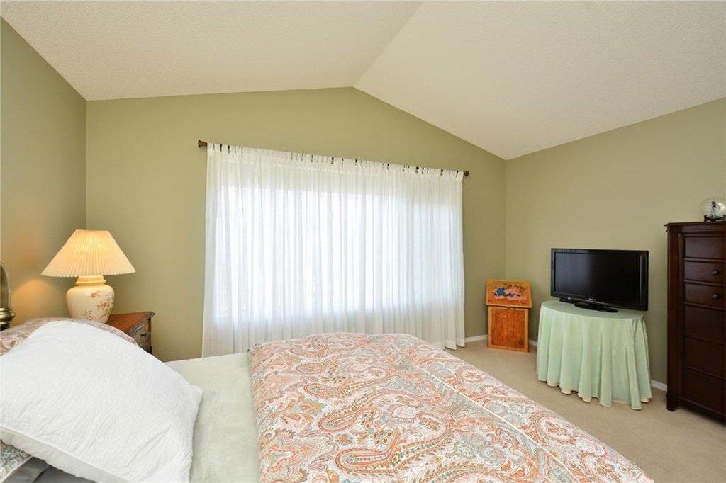 Photo 24: Photos: 52 GLENEAGLES View: Cochrane House for sale : MLS®# C4125774