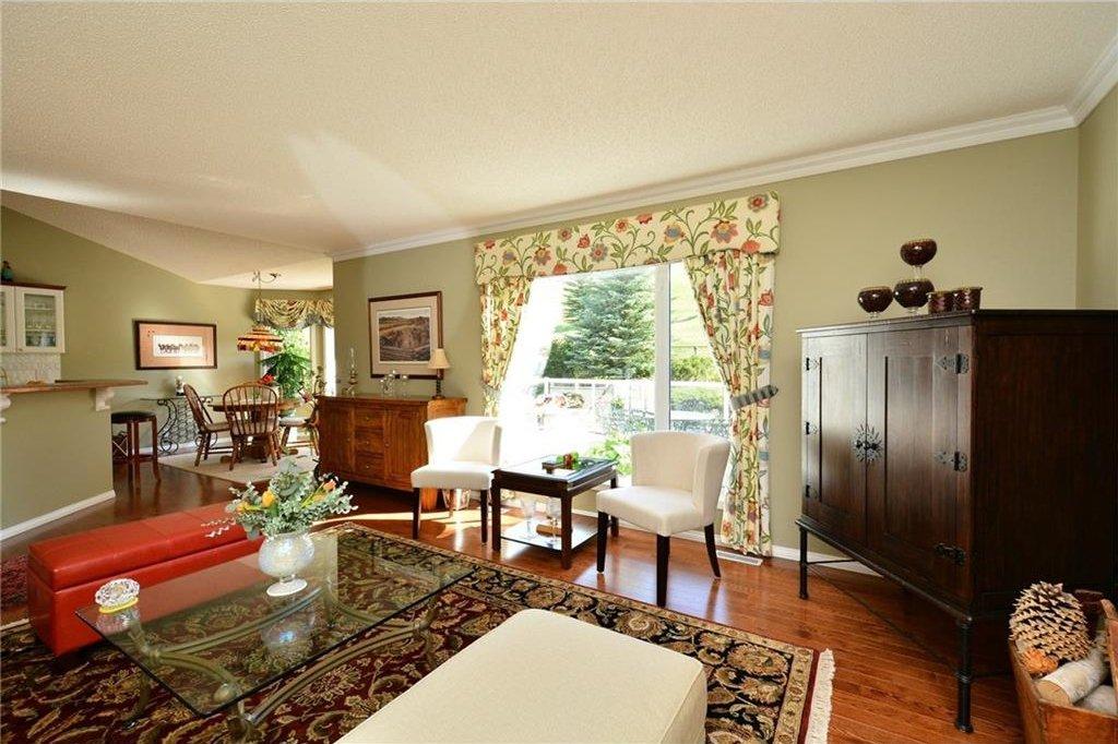 Photo 8: Photos: 52 GLENEAGLES View: Cochrane House for sale : MLS®# C4125774