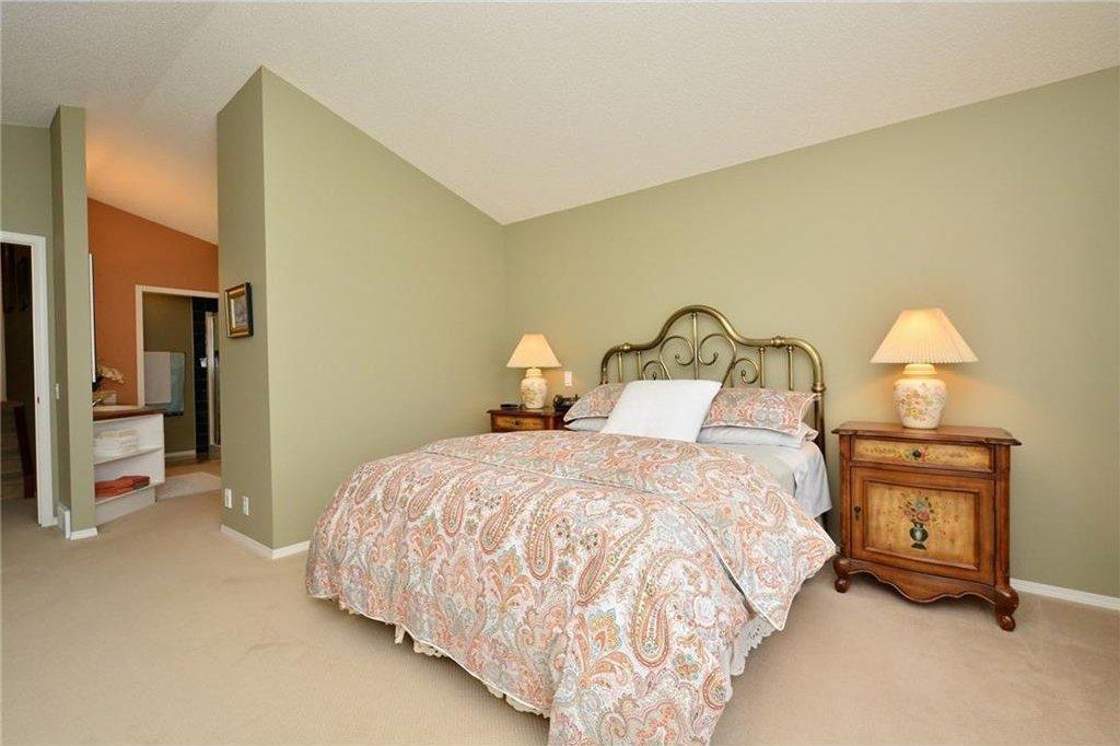 Photo 25: Photos: 52 GLENEAGLES View: Cochrane House for sale : MLS®# C4125774