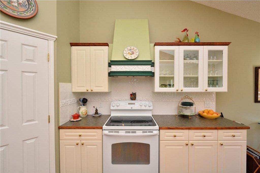 Photo 13: Photos: 52 GLENEAGLES View: Cochrane House for sale : MLS®# C4125774