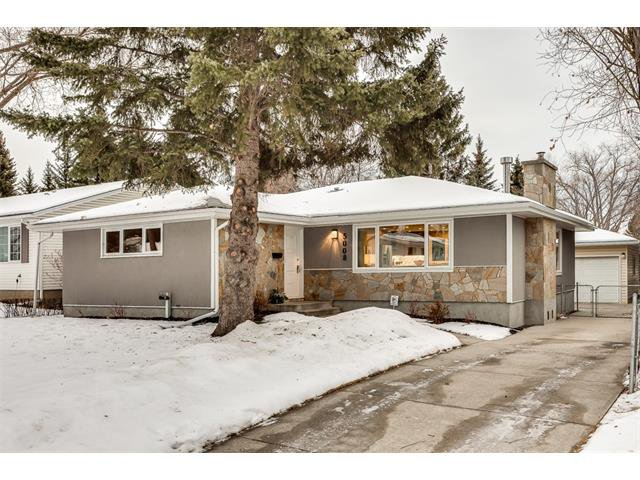Main Photo: 5008 VANSTONE CR NW in Calgary: Varsity House for sale : MLS®# C4094645