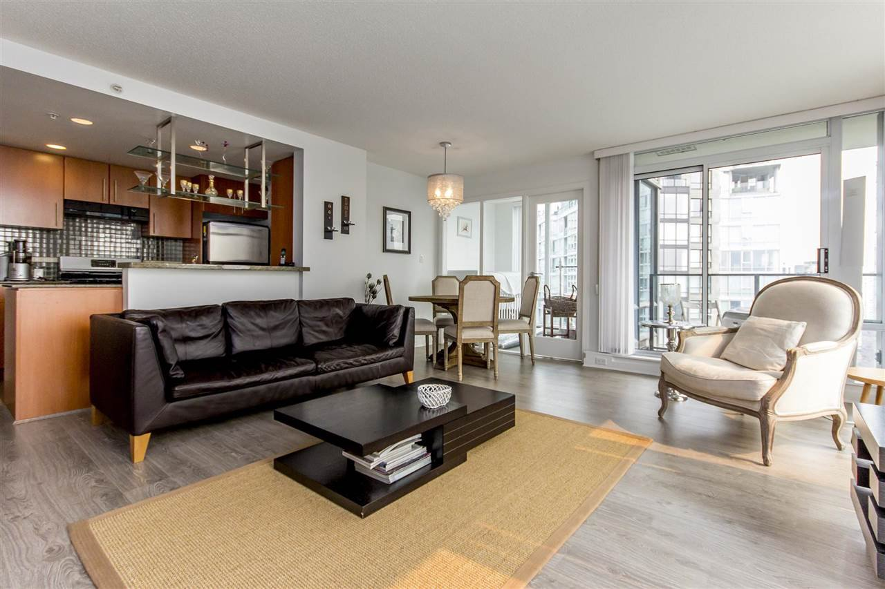"Photo 3: Photos: 3106 583 BEACH Crescent in Vancouver: Yaletown Condo for sale in ""PARK WEST II"" (Vancouver West)  : MLS®# R2202819"