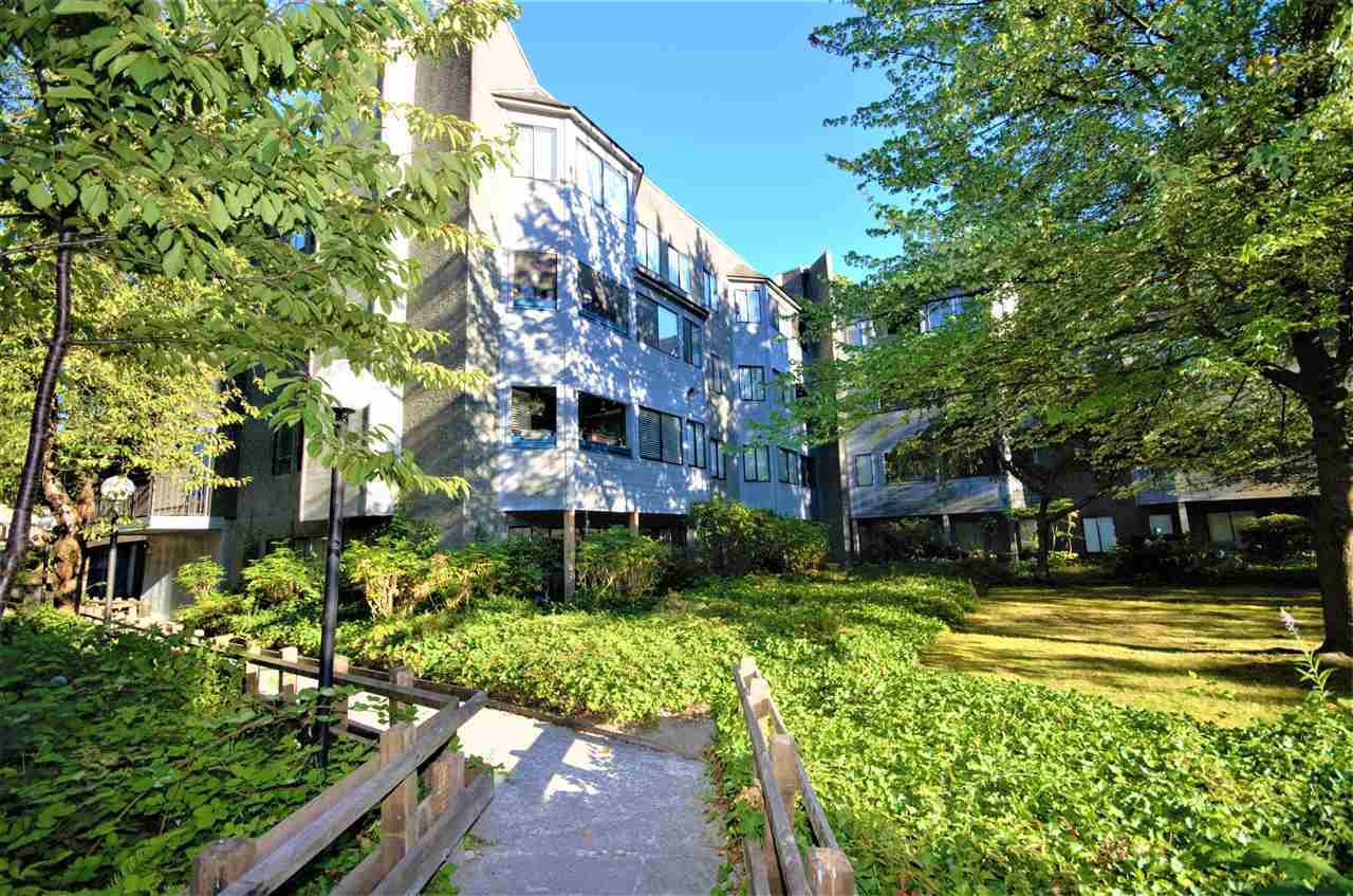 "Main Photo: 402 9880 MANCHESTER Drive in Burnaby: Cariboo Condo for sale in ""BROOKSIDE COURT"" (Burnaby North)  : MLS®# R2229826"