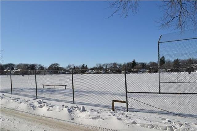 Photo 13: Photos: 457 Montrose Street in Winnipeg: Residential for sale (1C)  : MLS®# 1802966