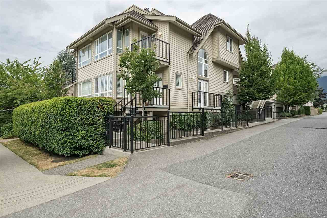 Main Photo: 214 W 15TH Street in North Vancouver: Central Lonsdale House 1/2 Duplex for sale : MLS®# R2294423