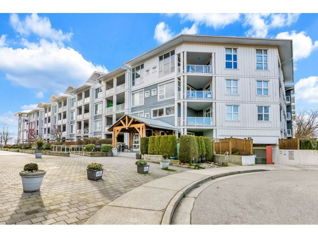"Main Photo: 118 4500 WESTWATER Drive in Richmond: Steveston South Condo for sale in ""COPPER SKY WEST"" : MLS®# R2434248"