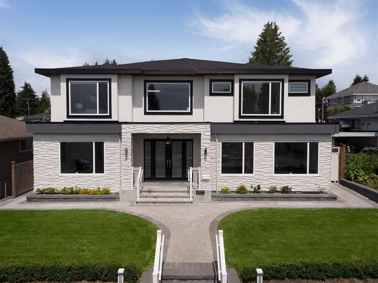 Main Photo: 1577 CHARLAND Avenue in Coquitlam: Central Coquitlam House for sale : MLS®# R2501389