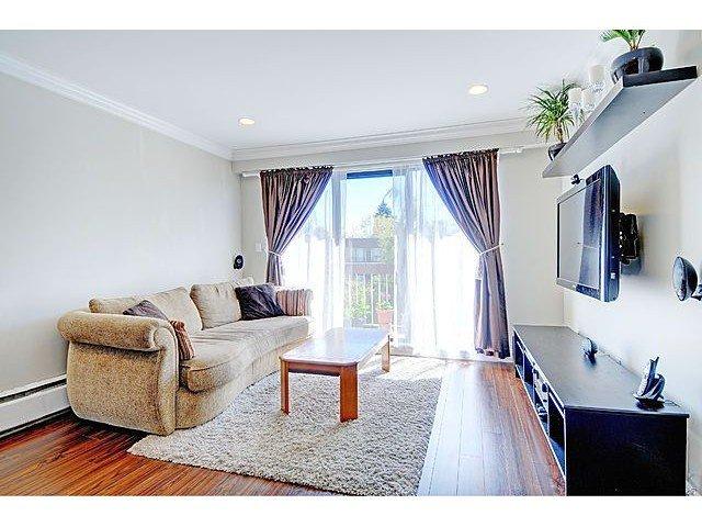 Main Photo: 304 2121 W 6TH Avenue in Vancouver: Kitsilano Condo for sale (Vancouver West)  : MLS®# V1004626