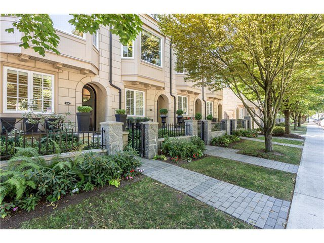 "Main Photo: 910 W 13TH Avenue in Vancouver: Fairview VW Townhouse for sale in ""THE BROWNSTONE"" (Vancouver West)  : MLS®# V1140268"